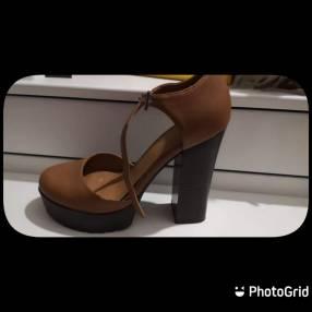 Zapato para dama Benetton calce 37