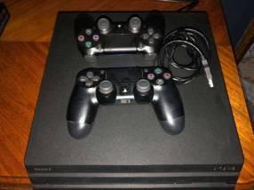 PS4 PRO con 2 controles