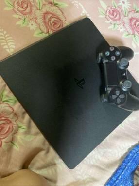 PlayStation 4 de 1 TB semi nuevo