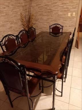 Juego de mesa con tapa de vidrio y 8 sillas tapizadas