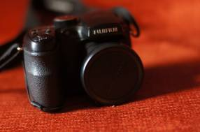 Cámara Fujifilm Finepix S1500 con filmadora