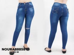 Jeans con roturas achupinado para dama