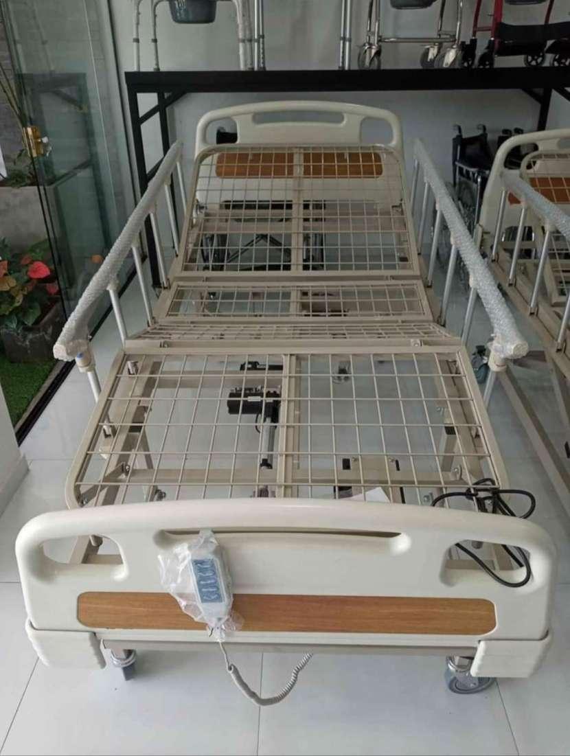 Cama hospitalaria de 5 movimientos eléctrico con colchón - 1