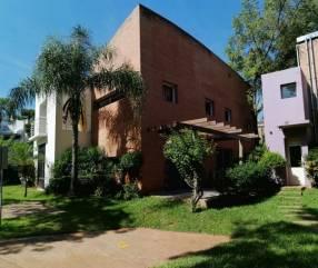 Casa en Barrio Cerrado en Fernando de la Mora COD 0017