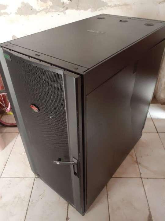 Rack apc 24U - 1