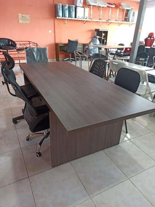 Mesa de reunión - 0