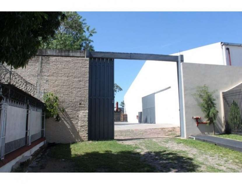 Depósito en Asunción zona Artigas COD 0122 - 7