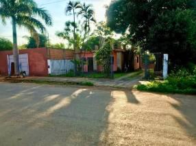 Casa en Lambaré sobre asfalto con amplio patio
