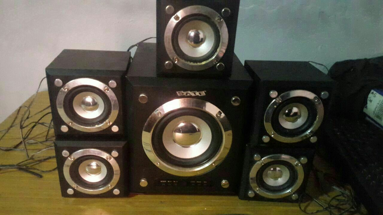 Parlantes stereo surround sate