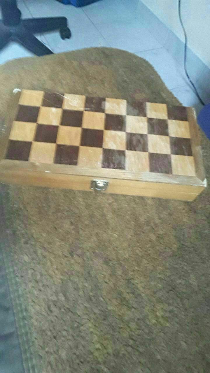 Juego de mesa de Ajedrez hecho de madera antiguo