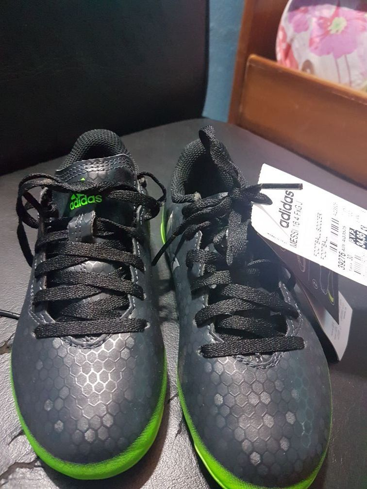 Botín Adidas calce 30