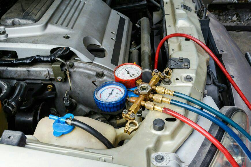 Carga de gas para aire acondicionado del automovil
