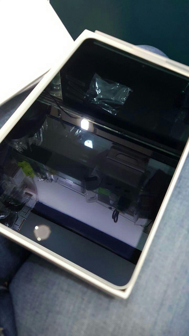 Ipad mini 4 de 128 gb y de regalo el soporte