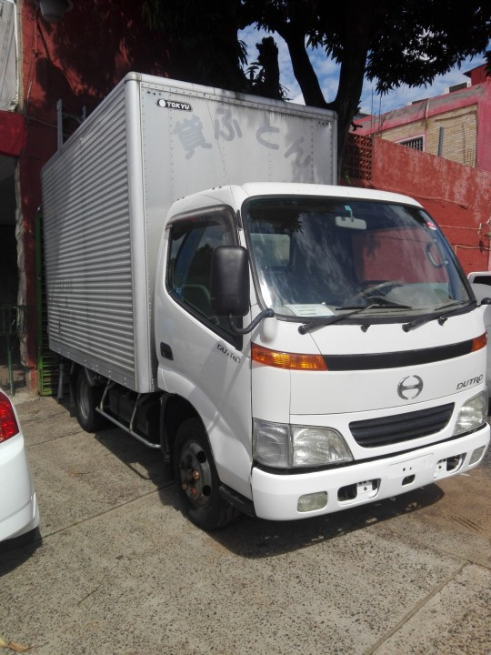 Toyota Hino Dutro 2002 furgón recién importado garantía financio