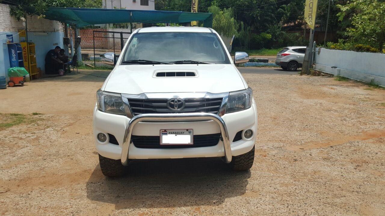 Toyota Hiluz 2012