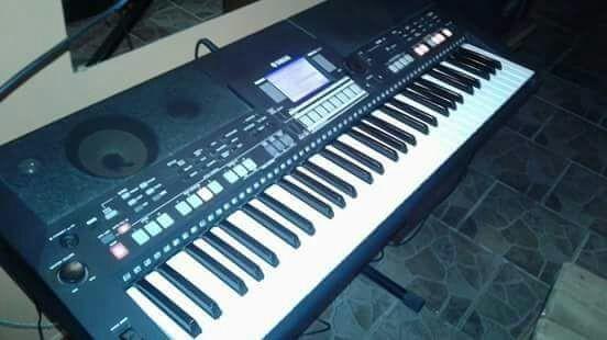 Teclado Yamaha psr-s 550