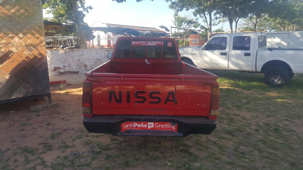Nissan pick up modelo 1999 cabina Simple del representante