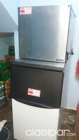 Fabricadora de hielos en cubitos. Capacidad de 180kg/dia