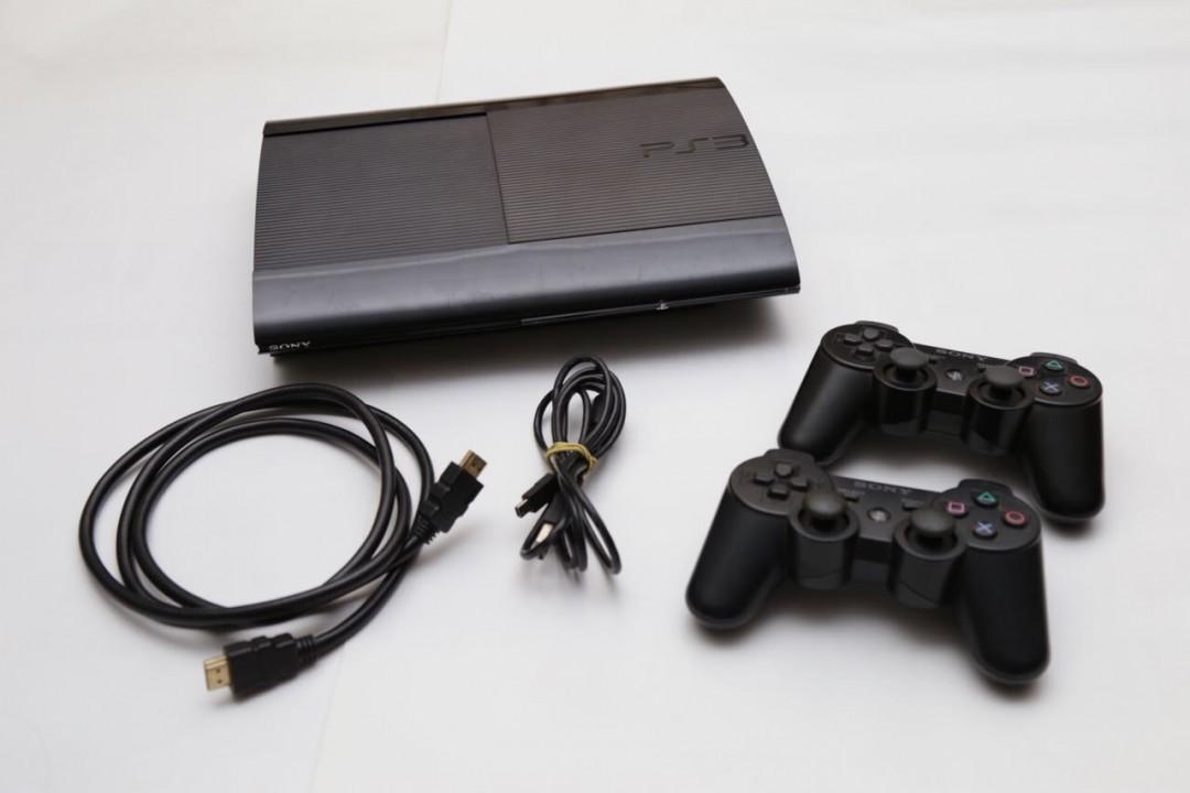 PlayStation 3 versión Súper Slim 250 GB con 14 juegos