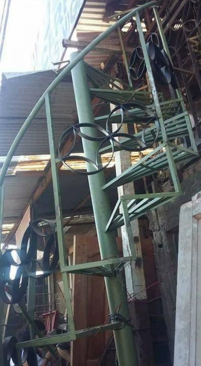 Rejas, portones para garage, escaleras, sillones, placares.