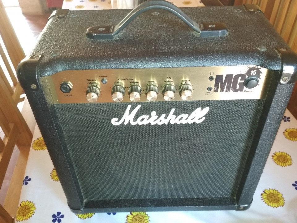 Amplificador Marshall MG15