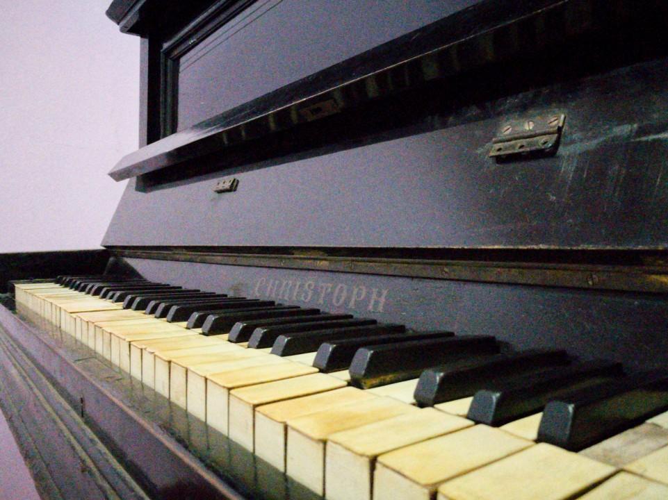 Piano vertical Paul G Christoph