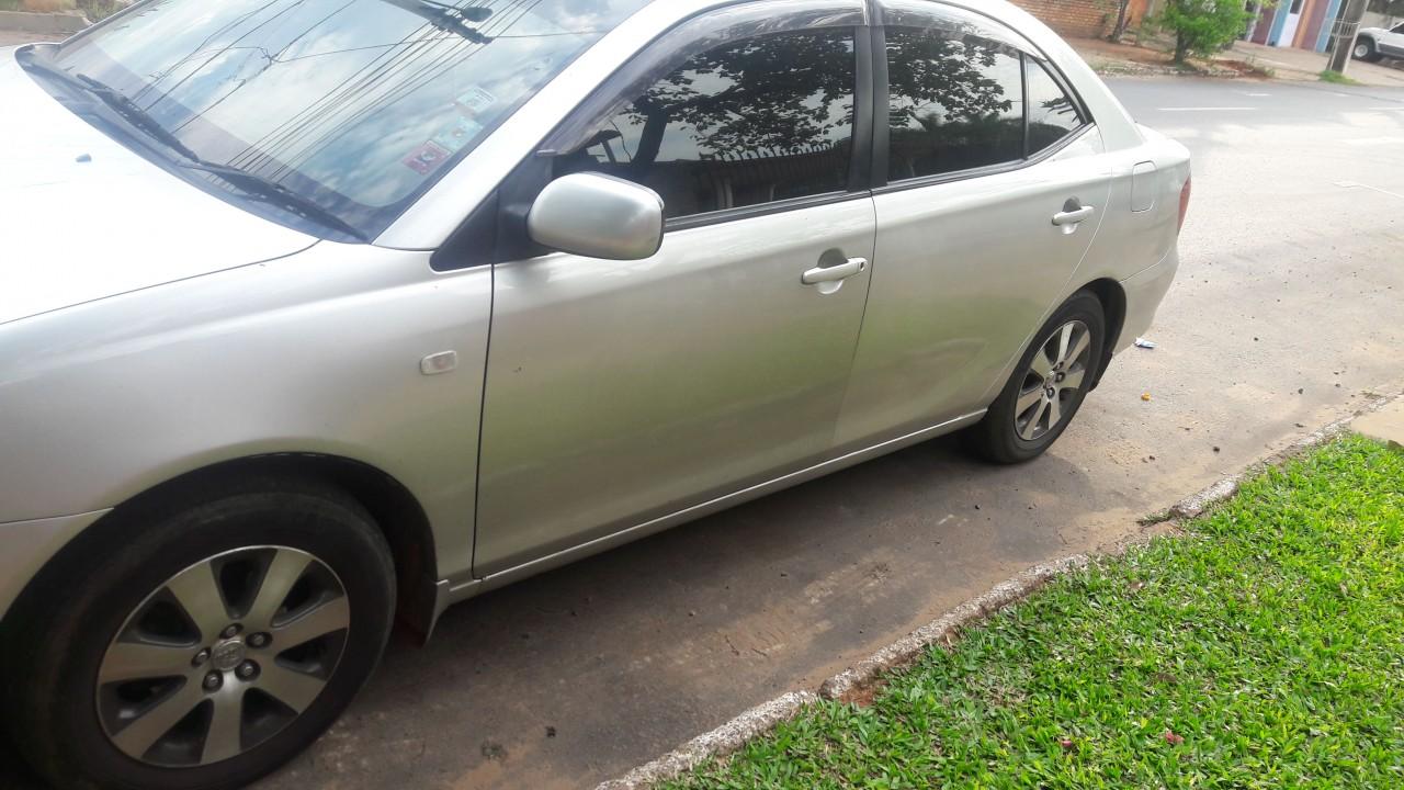 Toyota Allion gris plata 2003 motor 1.5 cc