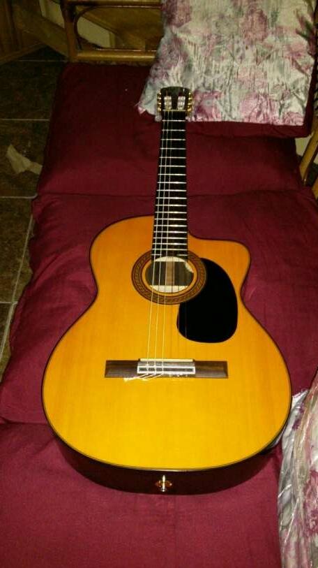 Guitarra con estuche takamine GC5 tapa - 3