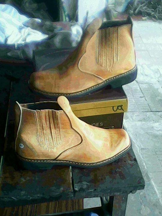 Botas de cuero puro.