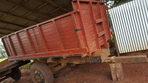 Acoplado con carroceria de madera